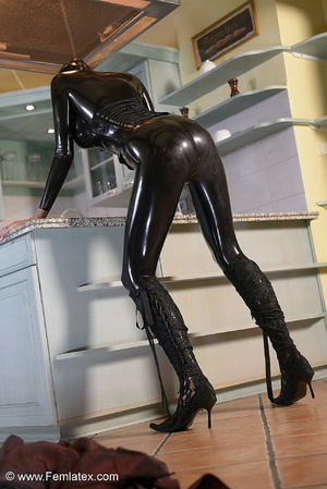 Tall blond babe in black latex and boot  - XXX Dessert - Picture 9