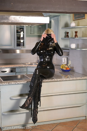 Tall blond babe in black latex and boot  - XXX Dessert - Picture 12