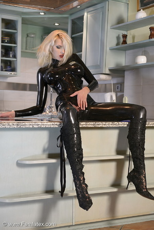 Tall blond babe in black latex and boot  - XXX Dessert - Picture 16
