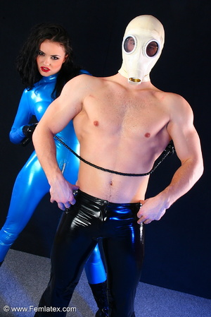 Sexy acrobatic couple posing in latex - XXX Dessert - Picture 11