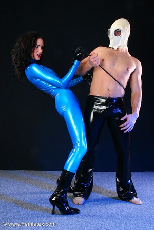 Sexy acrobatic couple posing in latex - XXX Dessert - Picture 12