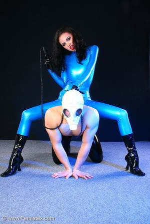 Sexy acrobatic couple posing in latex - XXX Dessert - Picture 13