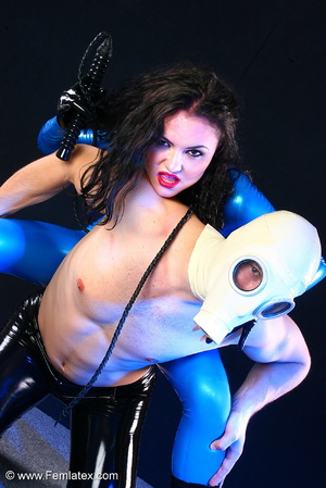 Sexy acrobatic couple posing in latex - XXX Dessert - Picture 14