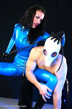 Sexy acrobatic couple posing in latex - XXX Dessert - Picture 15