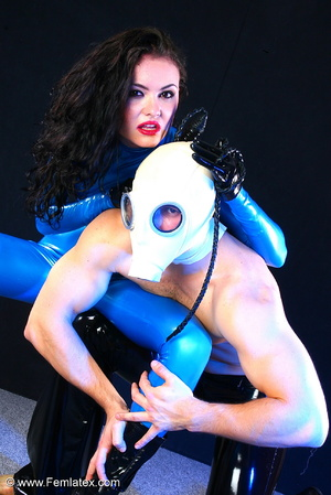 Sexy acrobatic couple posing in latex - XXX Dessert - Picture 16