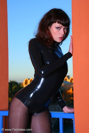 Brunette babe in black latex and stockin - XXX Dessert - Picture 4