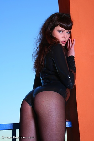 Brunette babe in black latex and stockin - XXX Dessert - Picture 5