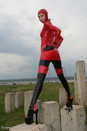 Slim and tall babe posing in red and bla - XXX Dessert - Picture 9