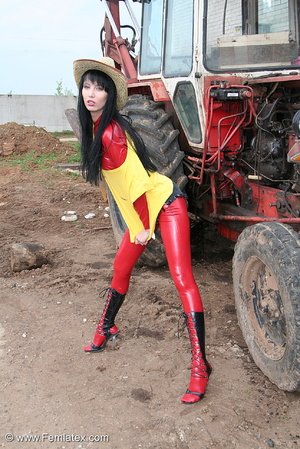 Black haired babe in red latex posing wi - XXX Dessert - Picture 2