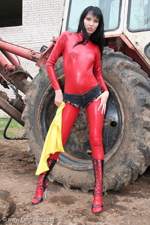 Black haired babe in red latex posing wi - XXX Dessert - Picture 5