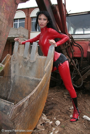 Black haired babe in red latex posing wi - XXX Dessert - Picture 8