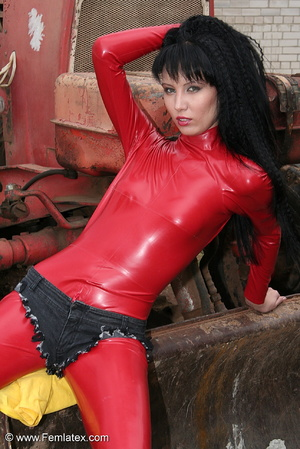 Black haired babe in red latex posing wi - XXX Dessert - Picture 11