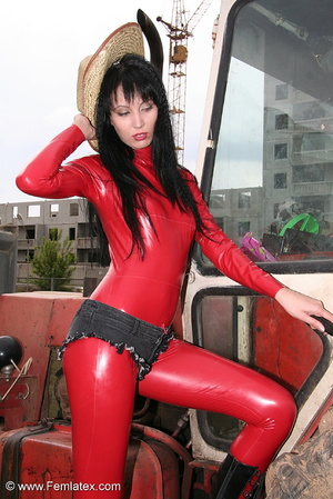Black haired babe in red latex posing wi - XXX Dessert - Picture 14
