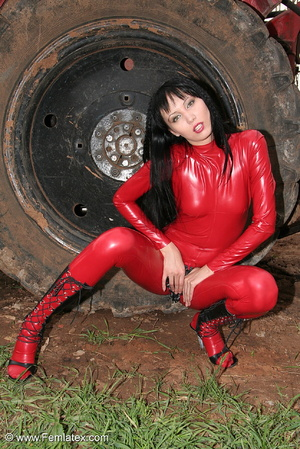 Black haired babe in red latex posing wi - XXX Dessert - Picture 16