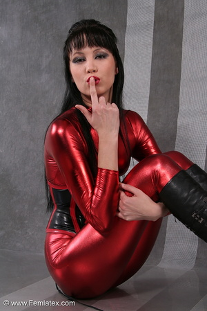 Seductive brunette babe in red latex jum - XXX Dessert - Picture 5