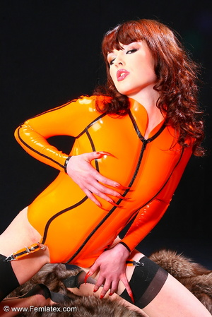 Super brunette sexbabe in orange latex d - XXX Dessert - Picture 1