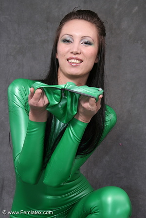 Busty babe in green latex jumpsuit posin - XXX Dessert - Picture 5