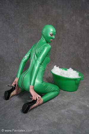 Busty babe in green latex jumpsuit posin - XXX Dessert - Picture 7