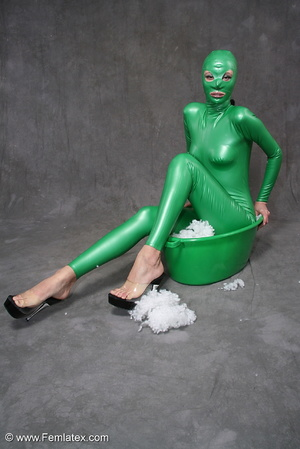 Busty babe in green latex jumpsuit posin - XXX Dessert - Picture 10