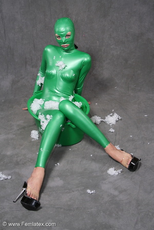Busty babe in green latex jumpsuit posin - XXX Dessert - Picture 11