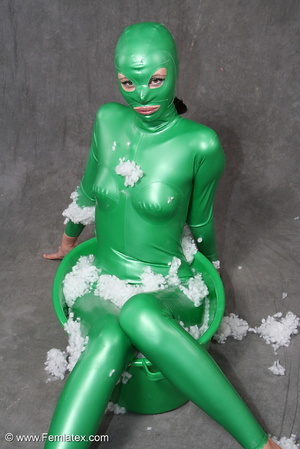 Busty babe in green latex jumpsuit posin - XXX Dessert - Picture 12