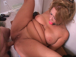 Mature fucked doggystyle and missionary - Picture 3