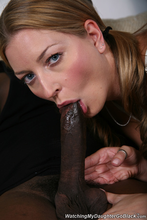 Teen surprised by her father in the midd - XXX Dessert - Picture 4