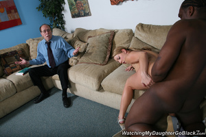Teen surprised by her father in the midd - XXX Dessert - Picture 7