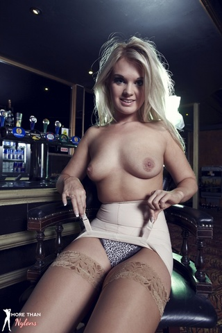 lustful blond sexcat goes
