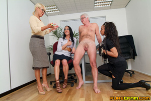 Cocksucked by three lovely hot mommas - Picture 7