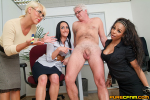 Cocksucked by three lovely hot mommas - Picture 8