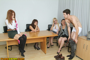 Live sex lessons for a young sexy lady - XXX Dessert - Picture 1