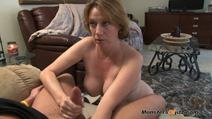 Hot sexy momma giving a peeping tom an u - XXX Dessert - Picture 7