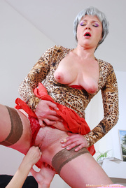 hot mom spanks pinky