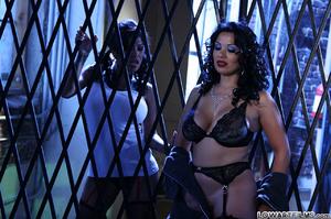 Hot sexy full figured babes undress - XXX Dessert - Picture 5