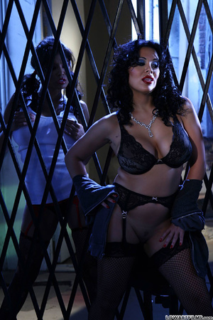 Hot sexy full figured babes undress - XXX Dessert - Picture 12