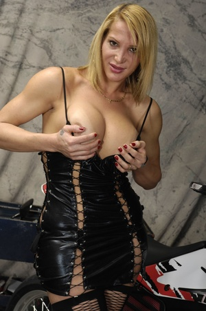 Euro shemale slut sucks cock and fucks a - XXX Dessert - Picture 3