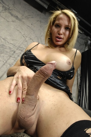 Euro shemale slut sucks cock and fucks a - XXX Dessert - Picture 5