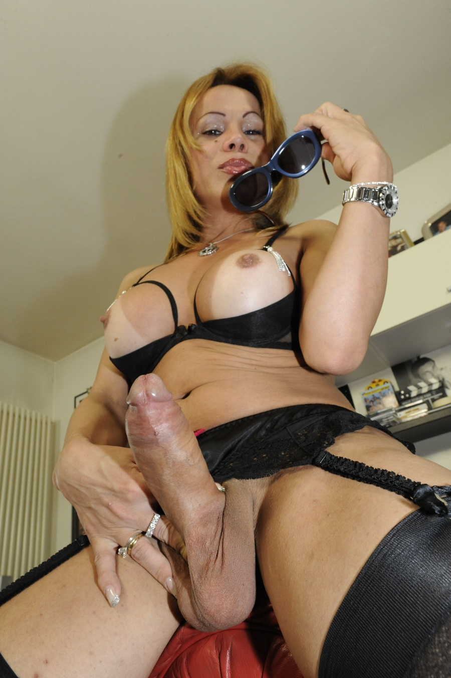 Her cock sucking knee tranny
