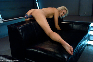 Blonde whore gets her holes screwed with - Picture 3
