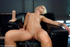 Blonde whore gets her holes screwed with - Picture 6