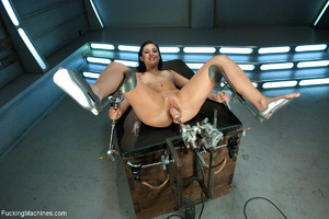 Brunette bitch getting her pooper slamme - XXX Dessert - Picture 4