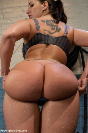 Bootylicious tattooed bitch squirting he - XXX Dessert - Picture 2