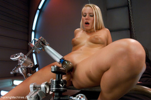 Blonde mom enjoys hard drilling with a h - Picture 4