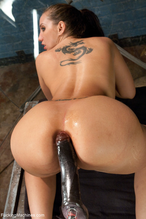 Bootylicious tattooed bitch squirting he - XXX Dessert - Picture 7