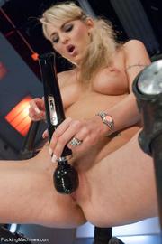 ponytailed blonde uses big