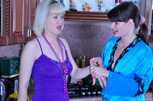 Blond abandons cooking for hot lesbian o - XXX Dessert - Picture 4