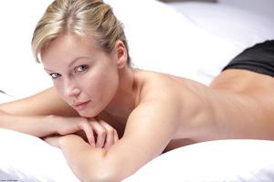Blonde chick presenting her nice body wi - XXX Dessert - Picture 2