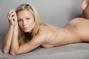 Long-haired blonde chick loves showing o - XXX Dessert - Picture 4