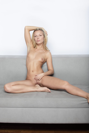 Long-haired blonde chick loves showing o - XXX Dessert - Picture 6